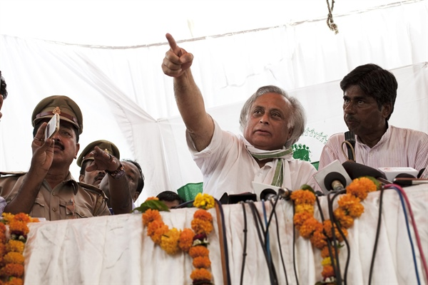 While Jairam Ramesh tells states to speed up land reform measures, PM Singh will meet leaders of Jan Satyagraha this wk